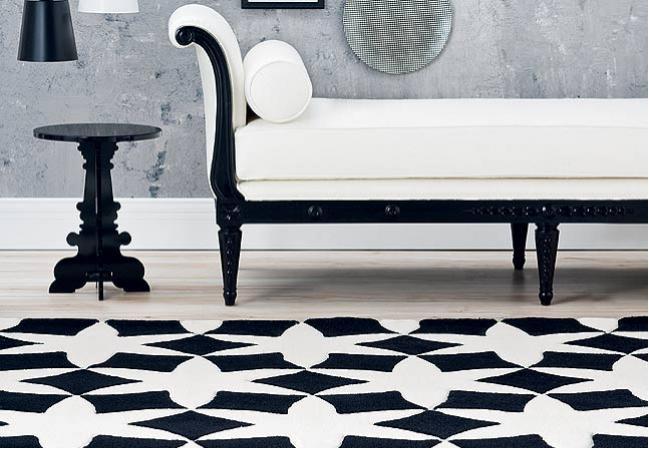 Sala de jantar decorada com banquetas preto e branco # decoracao sala